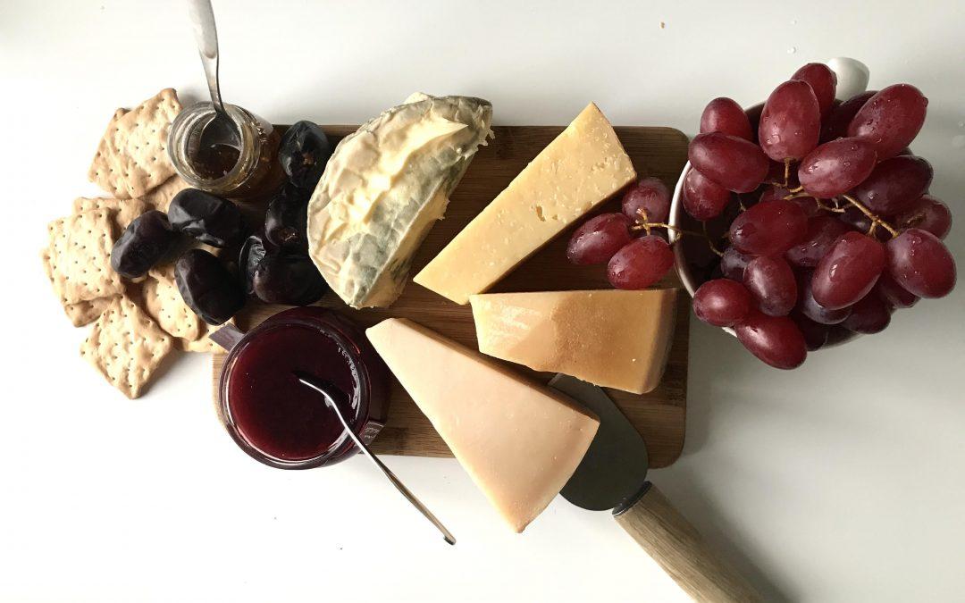 Toukokuun juustotarjottimelta löytyy klassikkojuustoja ja uusia tulokkaita